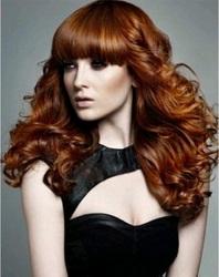 длинные волосы волнами с челкой