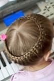 прическа для маленькой девочки - корзинка из волос