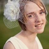 свадебная ретроприческа с вуалеткой и цветком