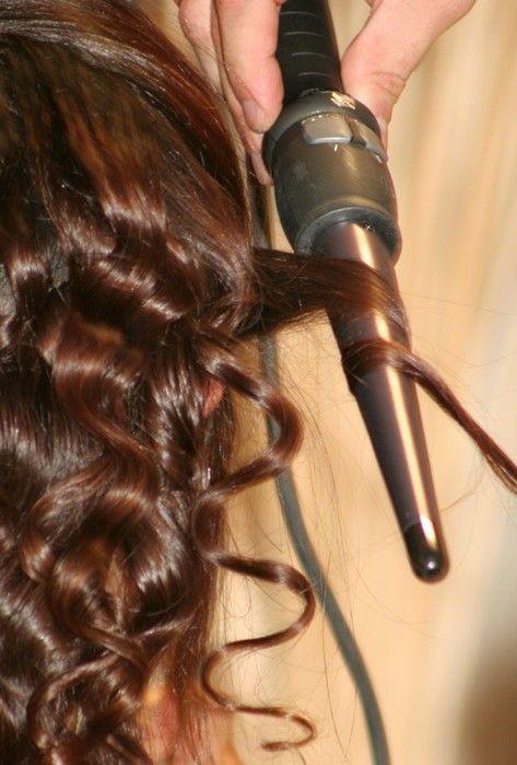 завивка средних волос конусной плойкой